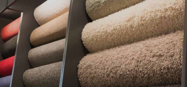zwinięte wykładziny dywanowe 2